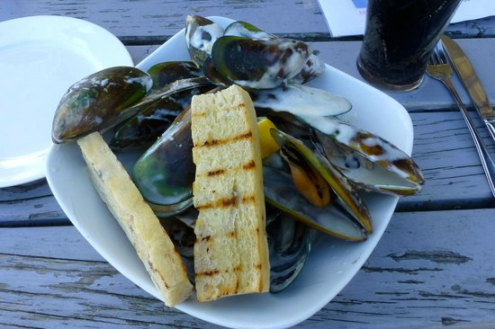 The Pier Hotel Restaurant: Huge Mussels with a cream (dill) sauce