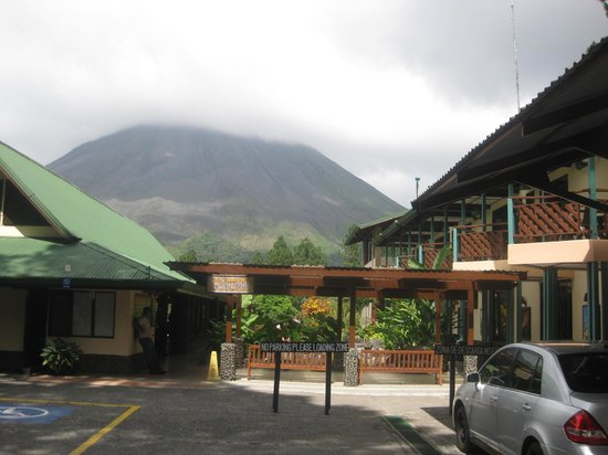 Arenal Observatory Lodge & Spa: view from reception area
