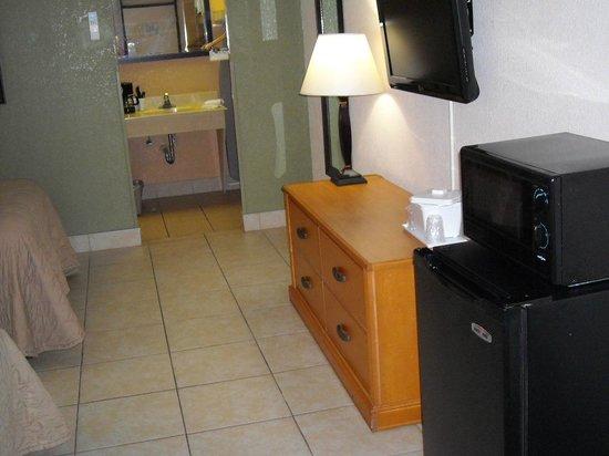 Champions World Resort: GREAT room.  Super clean.  Bigger than normal fridge!