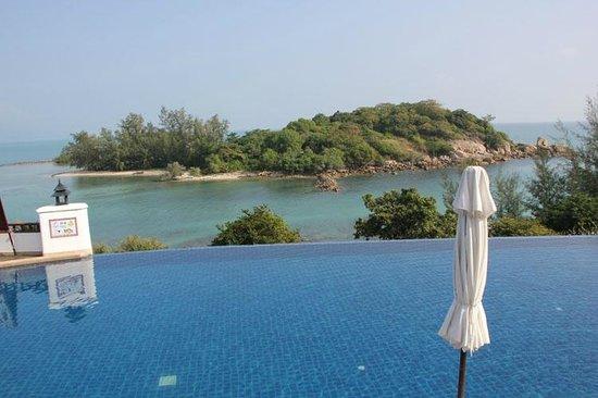 Q Signature Samui Beach Resort : Schöne Aussicht auf die kleine Insel gegenüber