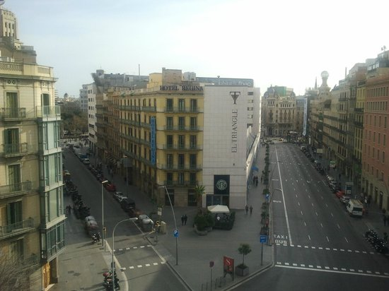 Amister Apartments Barcelona: View from our room - P. Catalonia