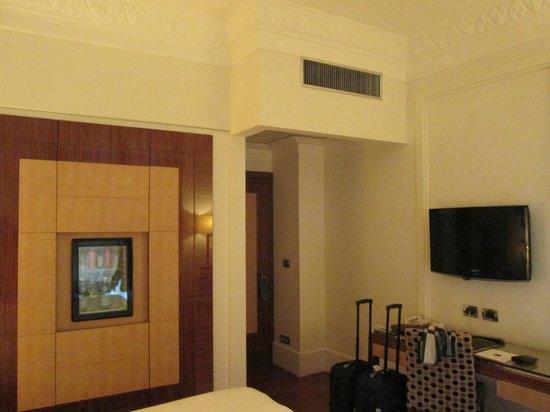 UNA Hotel Roma: L'entrée de la chambre