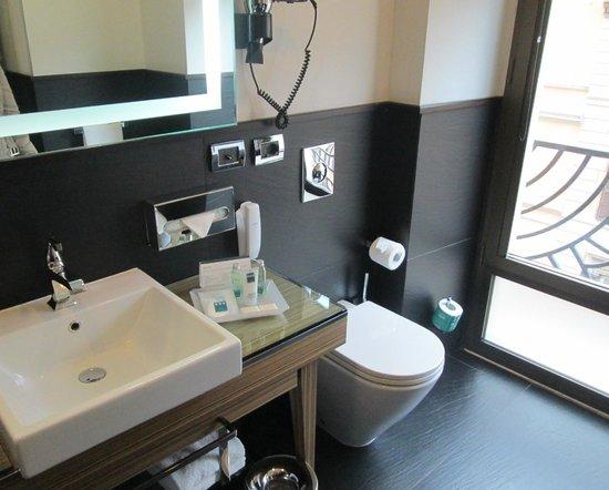 UNA Hotel Roma : La salle de bain