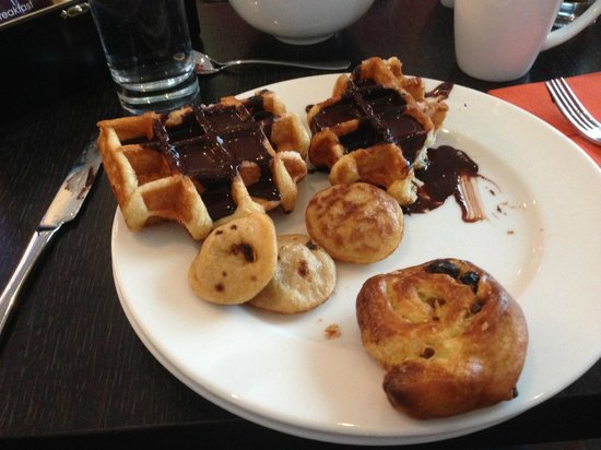 DoubleTree by Hilton Hotel Amsterdam Centraal Station: Breakfast - yum