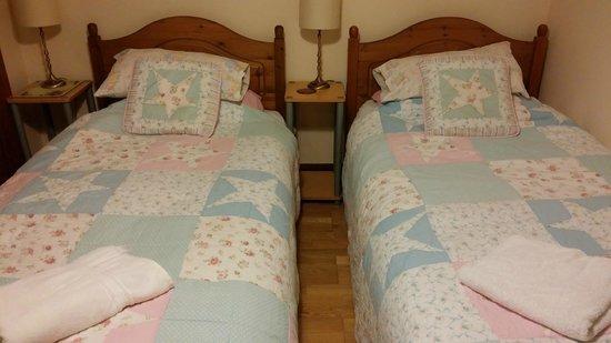 Hillside B&B: homey bed lining
