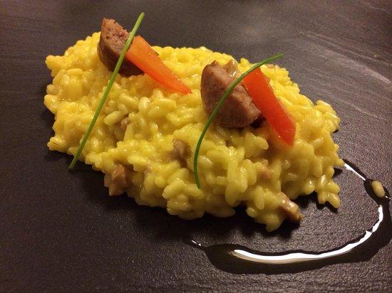il buco Sorrento: Risotto con gli agrumi e zafferano... Saffron and citrus risotto with salciccia