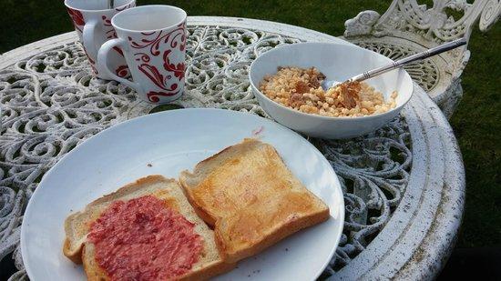 Hillside B&B: breakfast