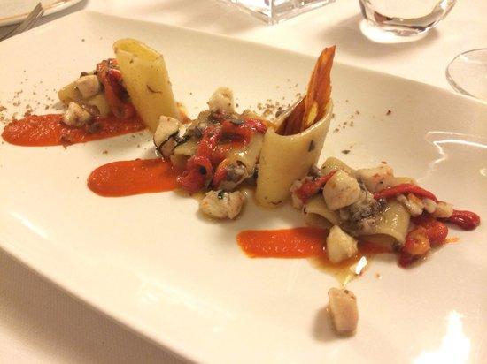 il buco Sorrento: Paccheri pasta with dentice....