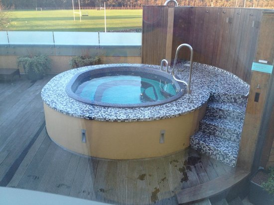 Old Course Hotel, Golf Resort & Spa: More of the Outdoor Hot Tub