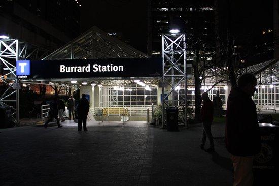 Hyatt Regency Vancouver: Train Station Right Next Door to Hyatt -