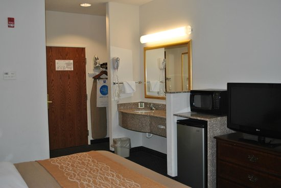 Comfort Inn & Suites Riverton: Refrigerator and Microwave in every room