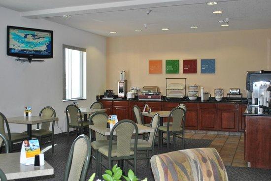 Comfort Inn & Suites Riverton: Breakfast room