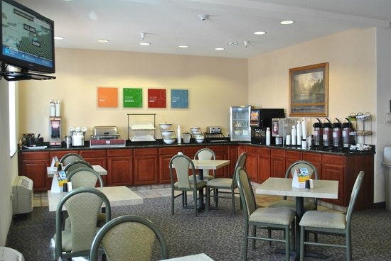 "Comfort Inn & Suites Riverton : ""Your Morning Breakfast"" area"