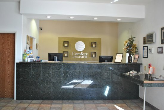 Comfort Inn & Suites Riverton : Our Front Desk