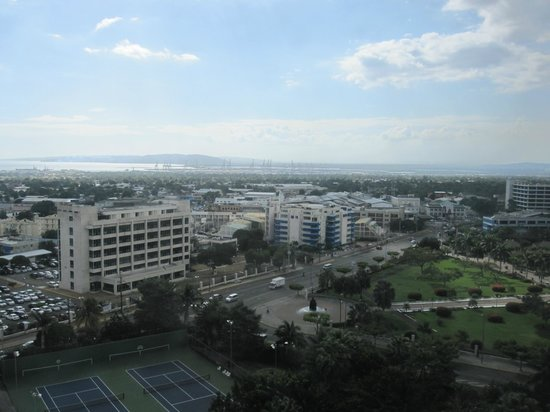 The Jamaica Pegasus Hotel: View of harbor and park
