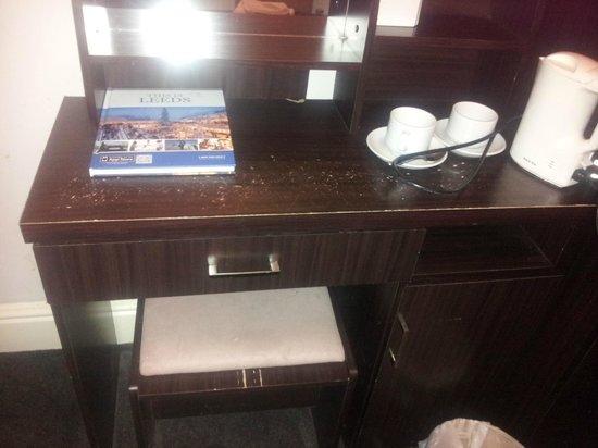 Healey Hotel: furniture