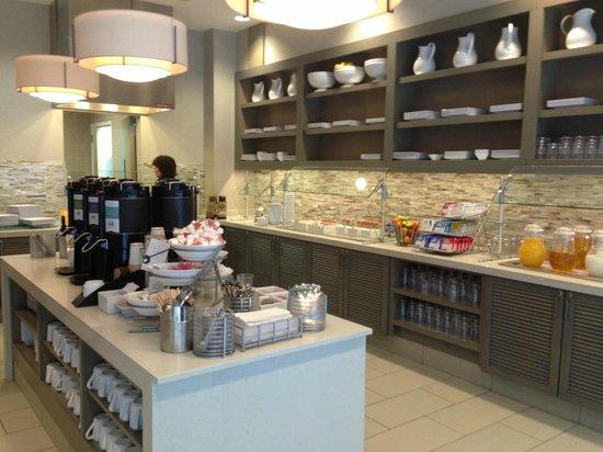 Hyatt House Raleigh North Hills: Complimentary Breakfast Buffet -- wow.