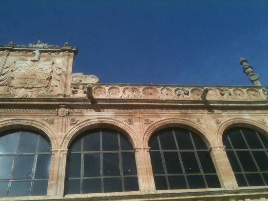 Museo del Objeto Encontrado - Fundación Antonio Pérez: Fachada de Arcos a la plaza