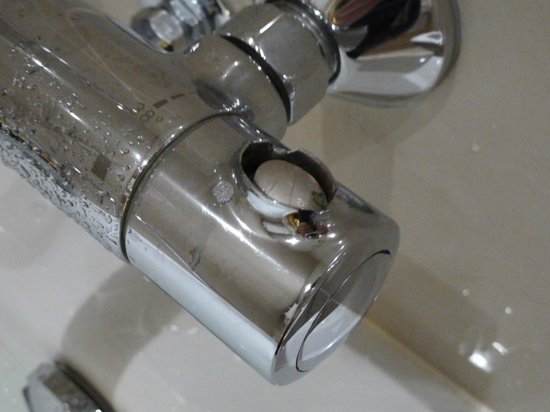 Academy Plaza Hotel: Dangerous tap - hope they've fixed this now!