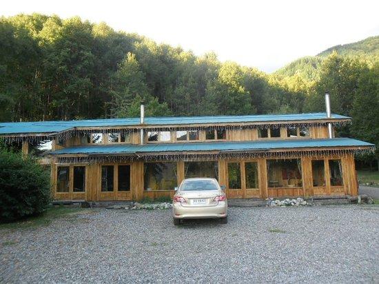 Hotel Boutique Nalcas: Fachada del hotel, construcción en madera