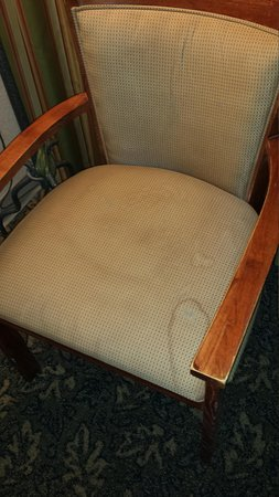 Ramada State College Hotel & Conference Center : dirty chairs