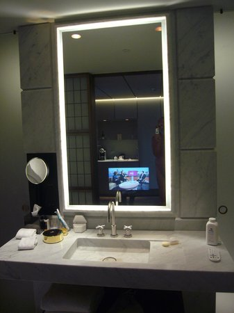 Hotel Cafe Royal: Mirror TV In Bathroom