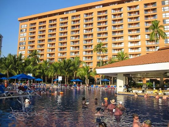Barcelo Ixtapa: The Barcelo and Pool bar