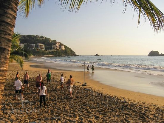 Barcelo Ixtapa: Popular Beach games