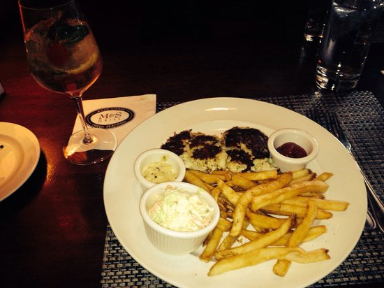 M&S Grill: Moscato sangria and crab cake entree