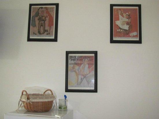 Las Palmeras Hotel Colonial: Interesting art: Saturday Evening Post covers