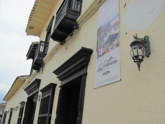 Las Palmeras Hotel Colonial: Main Entrance to Hotel Las Palmeras Colonial Hotel
