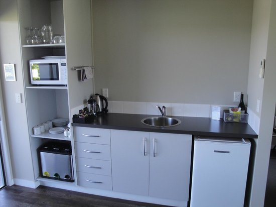 Marlborough Vintners Hotel: Nice to have a fridge and microwave