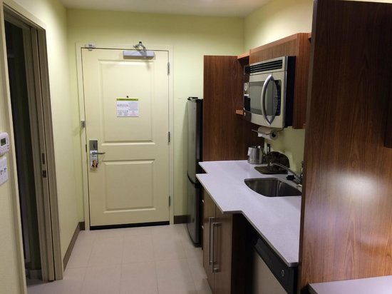Home2 Suites By Hilton Augusta: Kitchen area