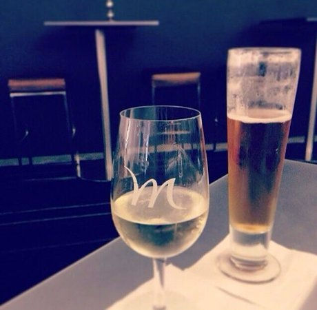 Mercure Sydney International Airport: A drink with the Mr at the bar