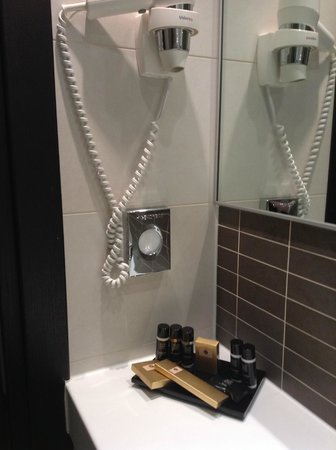 The Westbridge Hotel: Clean shower room