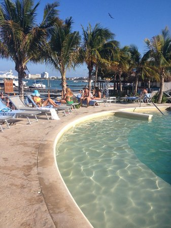 Cancun Bay Resort: Vista da Piscina