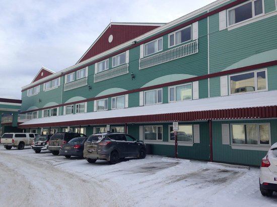 Westmark Whitehorse Hotel and Conference Center : The main Entrance Side of the Hotel