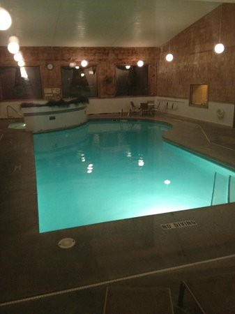 Budget Host Inn & Suites: Pool