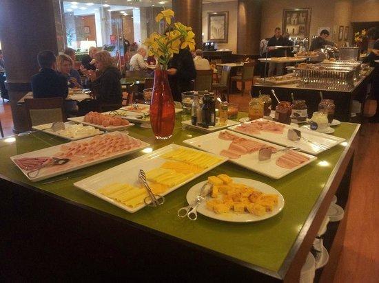 HF Fenix Lisboa : Desayuno: fiambres y embutidos