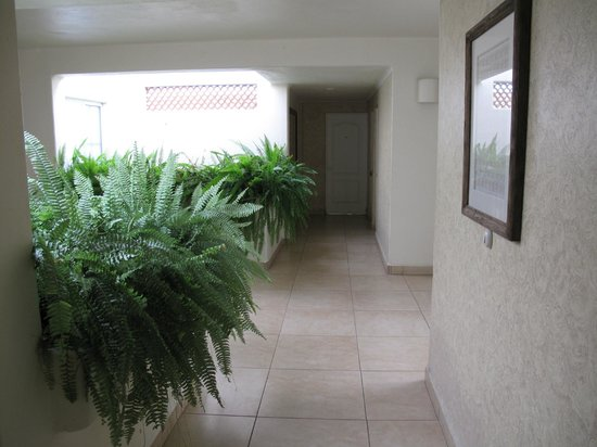 Mision de los Arcos: Hallways between rooms