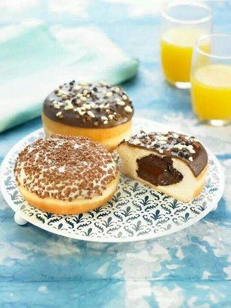 Coffee Corner : Donuts sin agujero de crema o chocolate que son irresistibles...