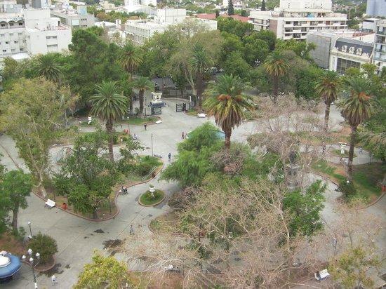 Gran Hotel Provincial San Juan: Plaza 25 de Mayo frente al Hotel