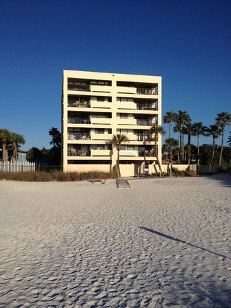 Siesta Sands Beach Resort : Siesta Sands from the Beach