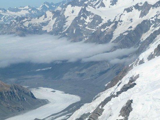 Glacier Country Scenic Flights: the Tasman glacier flowing southbound