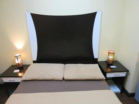 Casa Bocobo Hotel: Stylish bed