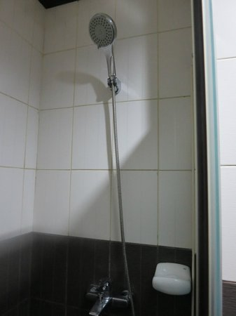 Casa Bocobo Hotel: Large shower