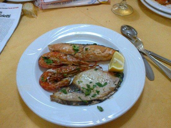 Beinasco, Italia: Grigliata di pesce