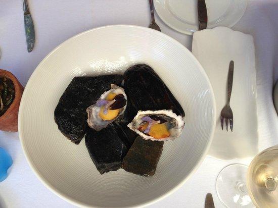 Oep ve Koep bistro : Amuse: Austern mit Pfirsich und Blüte