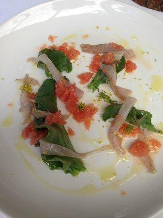 Oep ve Koep bistro : Vorspeise: kalt gegarter Fisch mit Pampelmuse und Wildgemüse