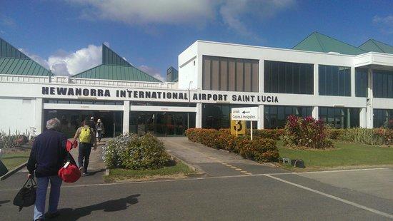 Sandals Grande St. Lucian Spa & Beach Resort: Airport